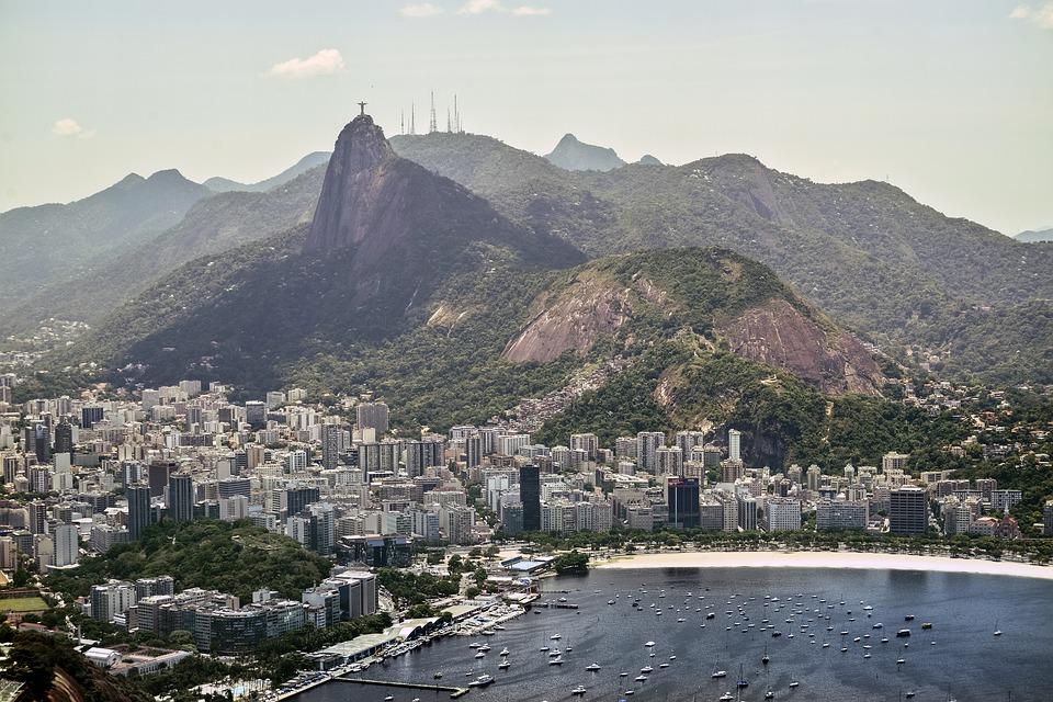 Qui peut m'aider à choisir un quartier pour mon séjour à Rio de Janeiro ?